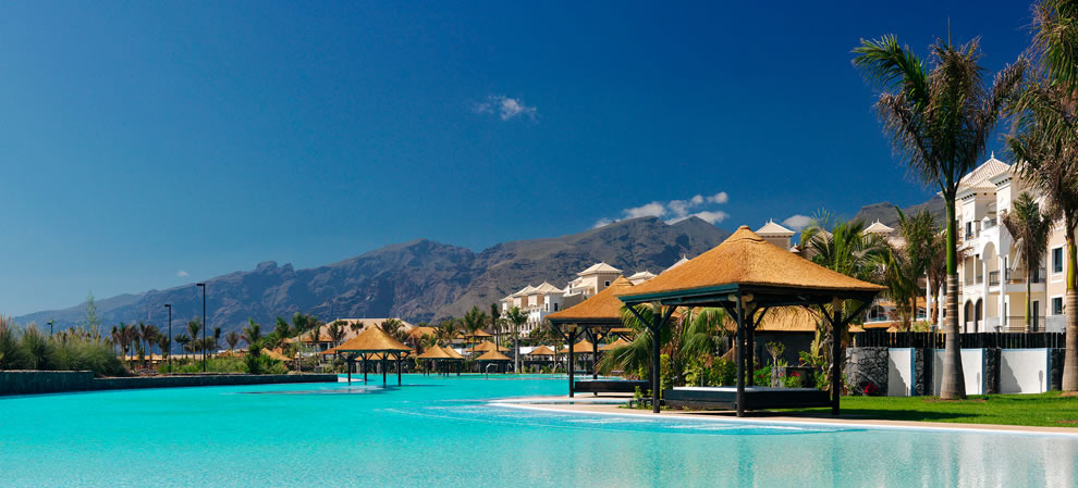 Hoteles con piscinas infinitas dive in by abrisud for Hoteles con piscina